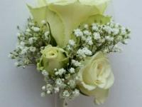 Ziedu piespraude līgavainim