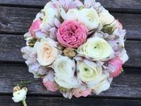 Kāzu ziedi rozā toņos - līgavas pušķis un līgavaiņa piespraude
