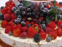 Klasiskā siera kūka ar ogām - kāzu kūka