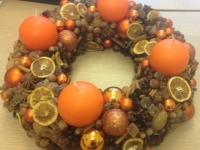 Apelsīnu Adventes vainags ar garšvielām un cukuru, 40cm.