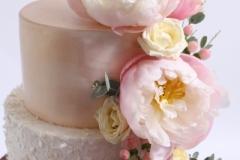 Kāzu torte ar cukura masu un ziediem