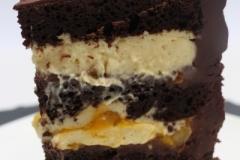 Šokolādes kūka ar mango un pasiona krēmu