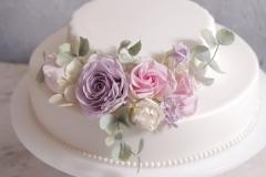 Kāzu torte ar cukura ziediem