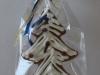 Egles rotājumi - piparkūku un dekoratīvā Ziemassvētku egle dāvanu maisiņā.