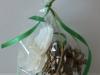 Spožs čiekurs ar orhideju - egles rotājums.