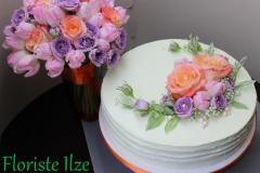 Līgavas pušķim pieskaņota torte