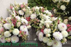 Ziedu dekori kāzām gaišos toņos