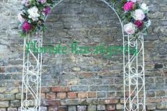 Ziedu arka kāzām - rozā peonijas, orhidejas, rudzupuķes