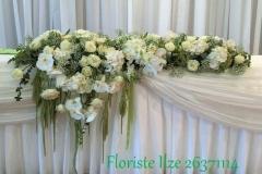 Grezns jaunlaulāto galds - asimetrisks dekors no orhidejām, hortenzijām, rozēm, nokareniem augiem. Kāzas Bellevue Park Hotel Riga