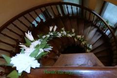 Ziedu vītne - baltas lilijas. Dauderi