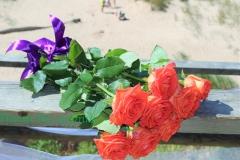 Ziedi vecākiem. Apsveikuma pušķis - oranžas rozes