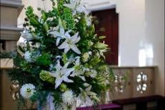 Ceremonijas vietas noformējums - balts, zaļš, Bulduru baznīca