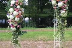 Ziedu arka laulību ceremonijai. Dikļu pils