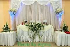 Grezns jaunlaulāto galda noformējums - balts un zaļš