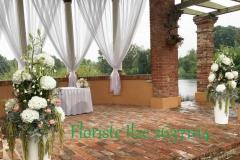 Laulības ceremonijas vietas noformējums. Kāzas Bīriņu pilī