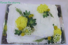 Kāzu torte ar dzīvajiem ziediem - kāzu tortes noformējumā - krizantēmas, sukulenti, sezonas ziedi un zaļumi