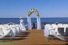 Ziedu, puķu arka - ceremonijas vietas noformējums - balts, tirkīzzils, zilganzaļš. Villa Anna, Apšuciems