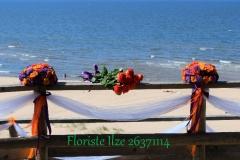 Laulības ceremonija pie jūras. Baltā kāpa