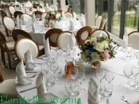 Ziedu kompozīcijas uz viesu galdiem. Kāzas Ziemeļblāzma