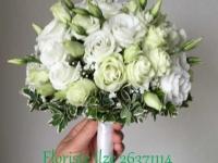 Līgavas pušķis no baltām lizantēm un kristāliem