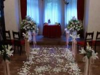 Dauderi - ceremonijas vietas noformējums, lilijas, pasteļtoņi, rozā, rozes, grezni, rožu ziedlapiņas