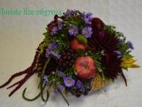 Ziedu un augļu dekors.