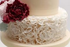 Baltas cukura rišas sokolādes kāzu tortei