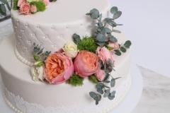 Stepēta kāzu torte ar cukura masas pārklājumu. Grezni un garšīgi!
