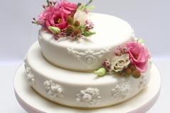 Kāzu torte ar piegādi. Dzīvie ziedi. Reljefa raksti.
