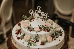 Neliela kāzu torte ar piegādi uz svinību vietu
