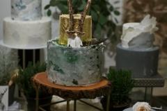 foto Inese Kalnina Kāzu torte ar akmens imitāciju un zeltu.