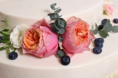 Musa kūku- desertu dekorējam ar angļu rozēm.