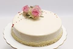 Maskarpones - aveņu torte ar kraukšķi, pārklāta ar spoguļglazūru