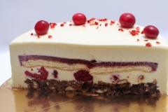 Krēmīgā, dievīgā Maskarpones- avenu kūka ar kraukšķi, pārklāta ar spoguļglazūru