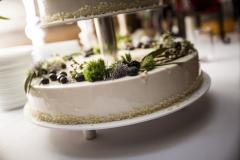 Kāzu tortes dekors - zaļumi, ogas