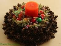 Rotaļīgs dekors košos toņos ar smaržīgu sveci, 27cm.
