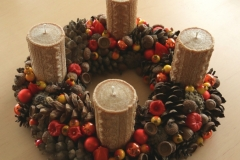 Adītas sveces, ogas, āboli